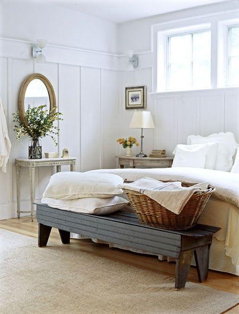 smulkus geliu ziedeliai, veidrodis, miegamasis