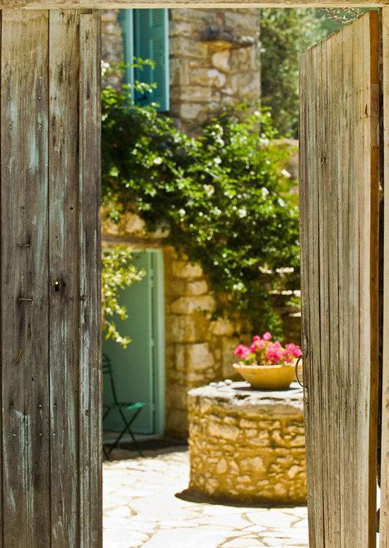 namas graikijoje, lauko durys, kiemas