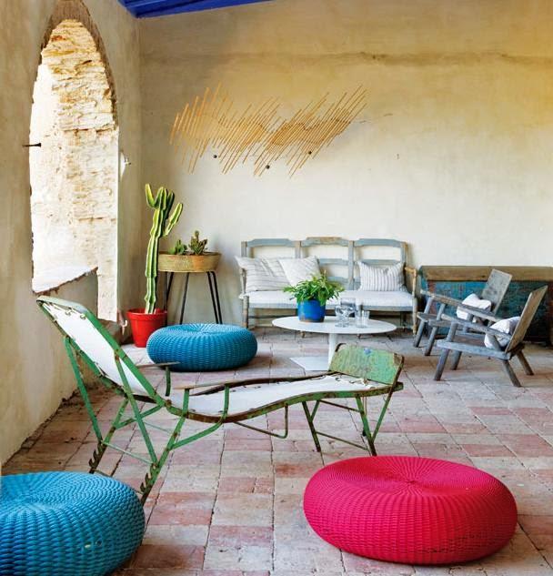 poilsio zona, seni baldai, dekoracija juosteles