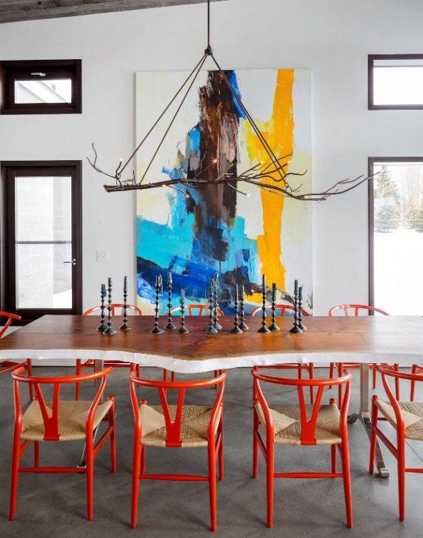raudonos kedes, valgomasis stalas, abstrakcinis paveikslas