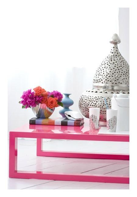 eklektiskos detales raisvas stalas, metaline vaza