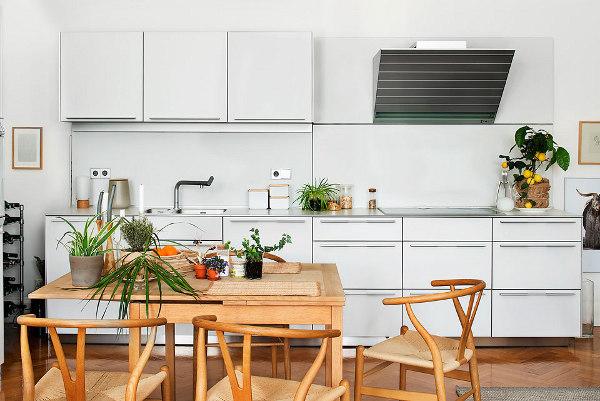 medines kedes stalas virtuveje