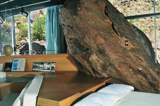 sofa lova uola kambaryje