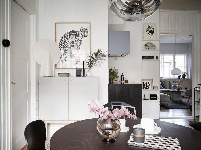 tigras mergina paveikslas virtuve